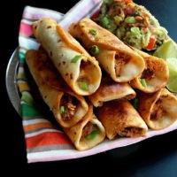 Crispy Chicken Flautas / Crujientes Flautas de Pollo